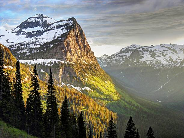 the rock - logan pass stock pictures, royalty-free photos & images
