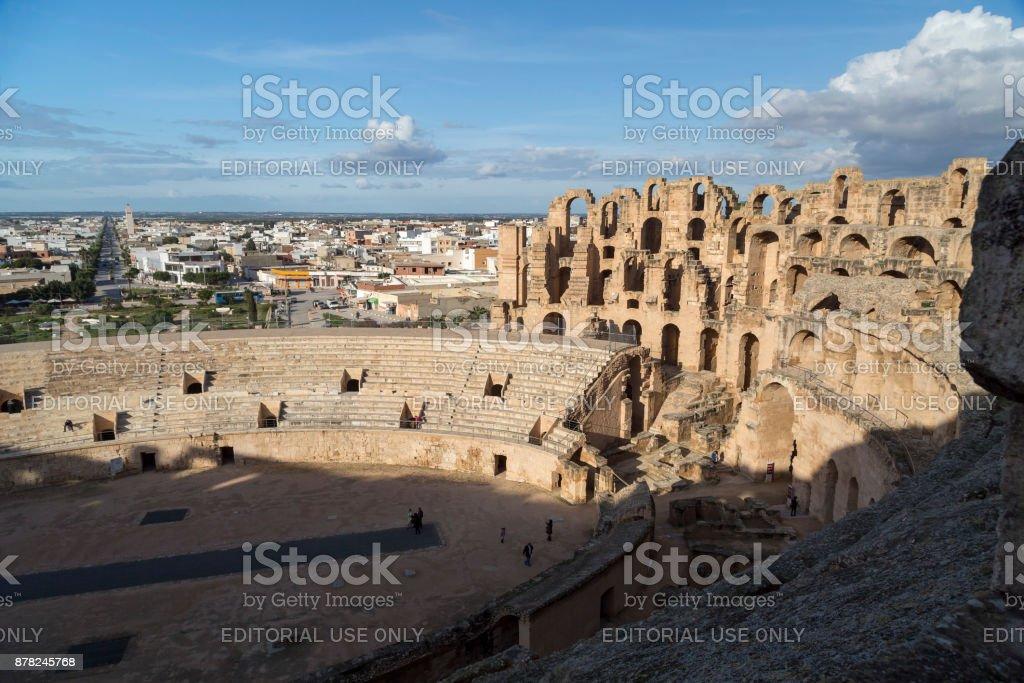 エルジェムでエル ジェムチュニジアのローマの円形競技場 - アウトドア ...