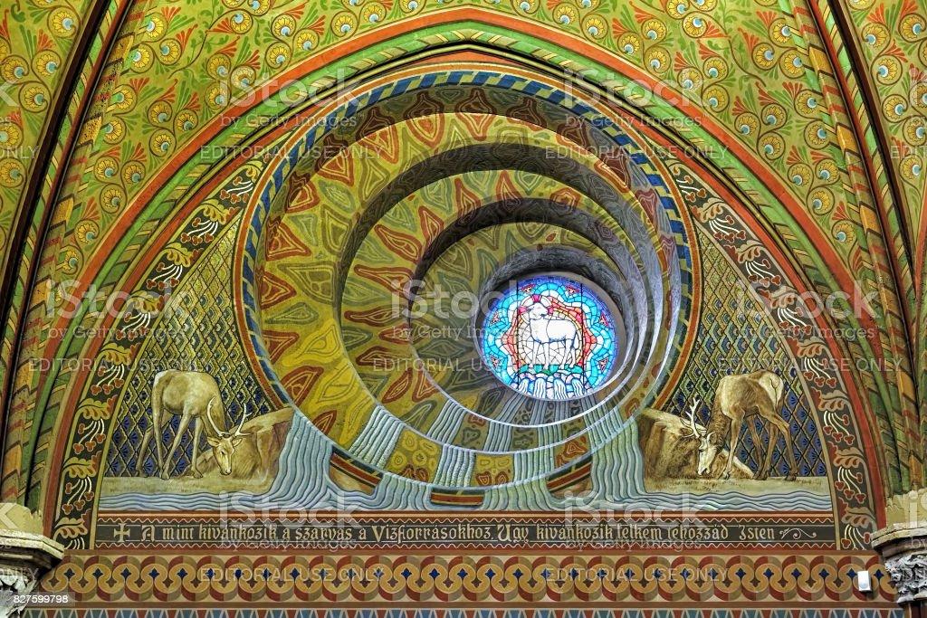 La ventana redonda en la iglesia de Matthias en Budapest, Hungría - foto de stock