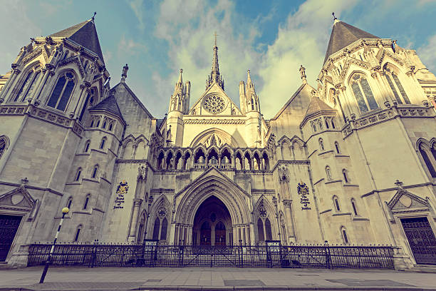 The Royal Courts of Justice with blue sky and clouds​​​ foto
