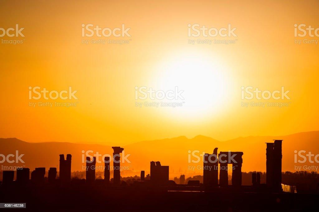As ruínas da cidade de acient Persépolis ao pôr-do-sol, Irã - foto de acervo