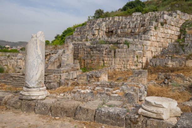 Die Ruinen des Tempels von Eshmun, einem alten Gotteshaus, das Eshmun, dem phönizischen Gott der Heilung, gewidmet ist. Sidon, Libanon – Foto