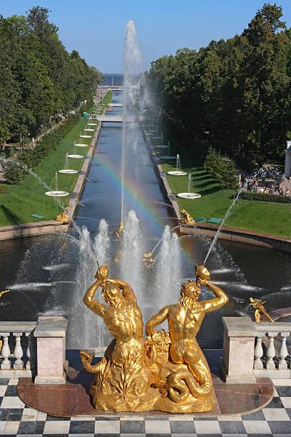 the samson fountain (grand cascade) in peterhof (st. petersburg, russia) - peterhof stockfoto's en -beelden