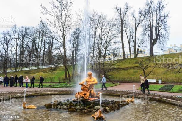 Samson Fontänen I Trädgården Palace Av Peterhof St Petersburg Ryssland-foton och fler bilder på Arkitektur