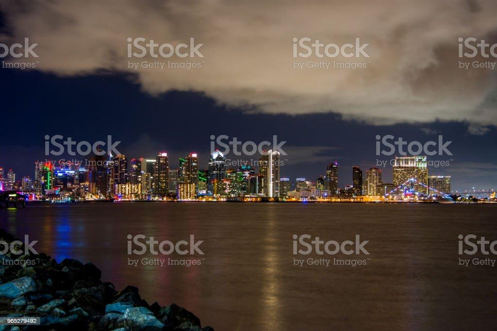 The San Diego skyline at night. zbiór zdjęć royalty-free