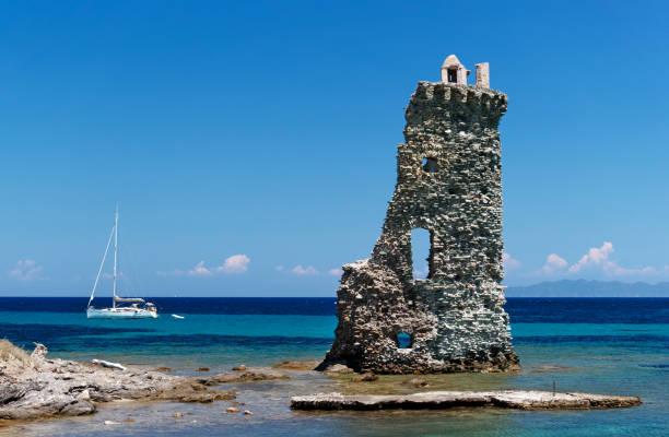 la tour de santa maria dans le Cap Corse - Photo