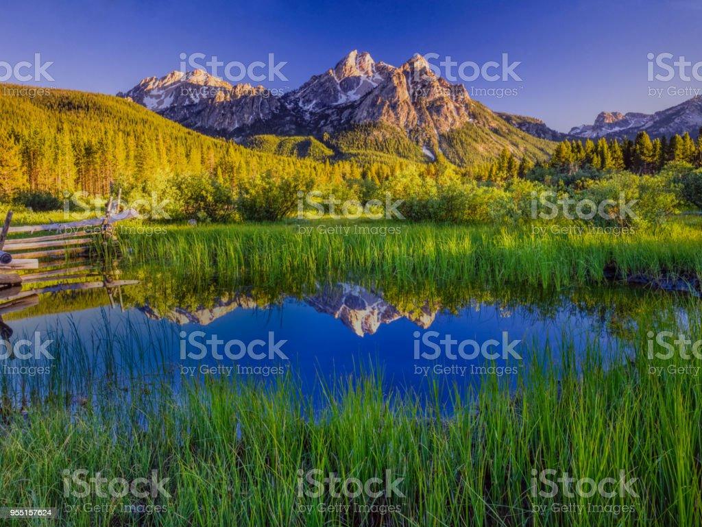 Die Bergkette Sawtooth Mountain Range, Stanley, Idaho – Foto