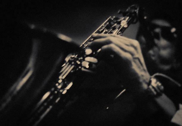 der saxophonspieler - blues stock-fotos und bilder