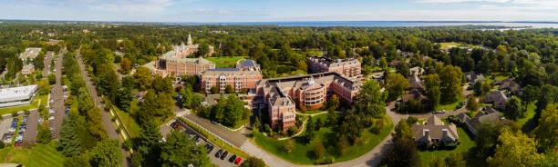 Der Panoramablick aus der Luft auf Harrison, die kleine Stadt im Westchester County, New York State, USA – Foto