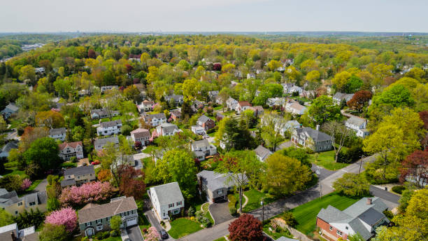 the scenic aerial view of scarsdale city, westchester county, new york state, usa, at spring sunny day. - небольшой город стоковые фото и изображения