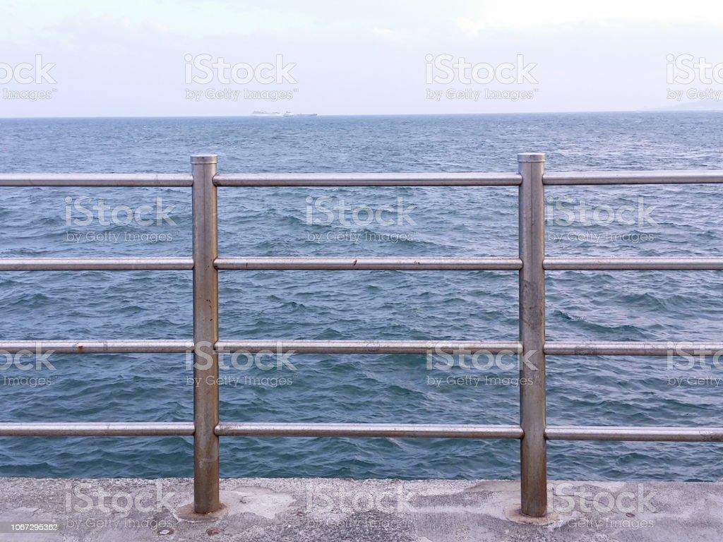 フェンスを見た海 ストックフォト