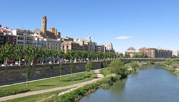 the segre river in lleida, spain - lleida 個照片及圖片檔