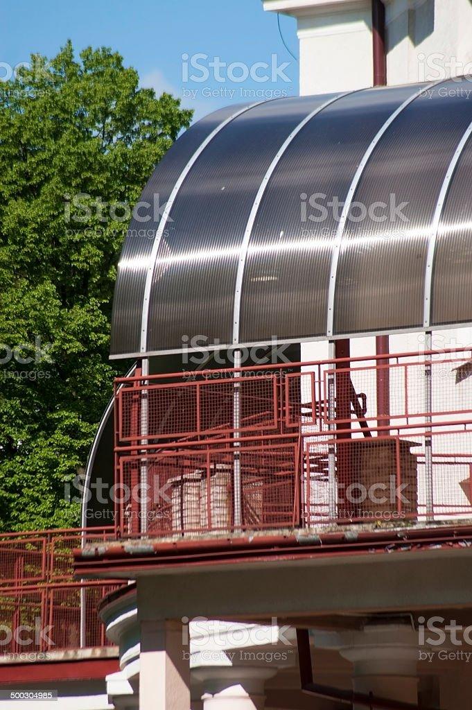 La Terraza Semicircular Con Paneles De Policarbonato Foto De