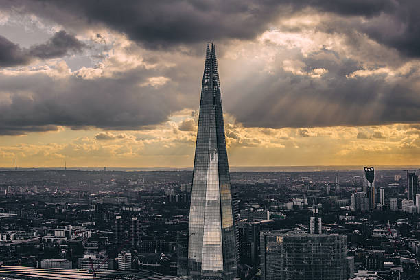 the shard after the storm - shard london bridge stockfoto's en -beelden