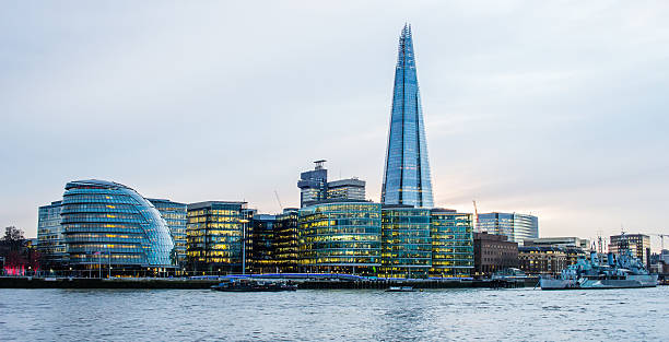 the shard over city hall and the thames riverside buildings - shard london bridge stockfoto's en -beelden