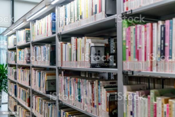 Półki Biblioteki Publicznej Są Ułożone W Kolejności - zdjęcia stockowe i więcej obrazów Antyczny