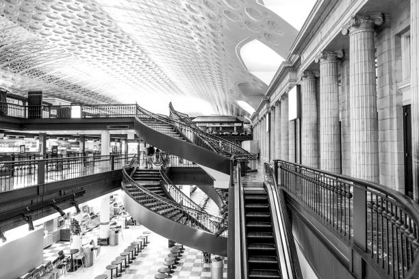The shops at Washington Union Station - WASHINGTON DC - COLUMBIA - APRIL 9, 2017 The shops at Washington Union Station - WASHINGTON DC - COLUMBIA - APRIL 9, 2017 BW ronald reagan washington national airport stock pictures, royalty-free photos & images