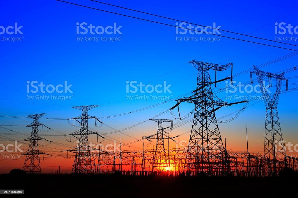 The silhouette of the evening electricity transmission pylon bildbanksfoto