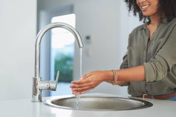 세균을 제거하는 가장 간단한 방법 - 수돗물 뉴스 사진 이미지