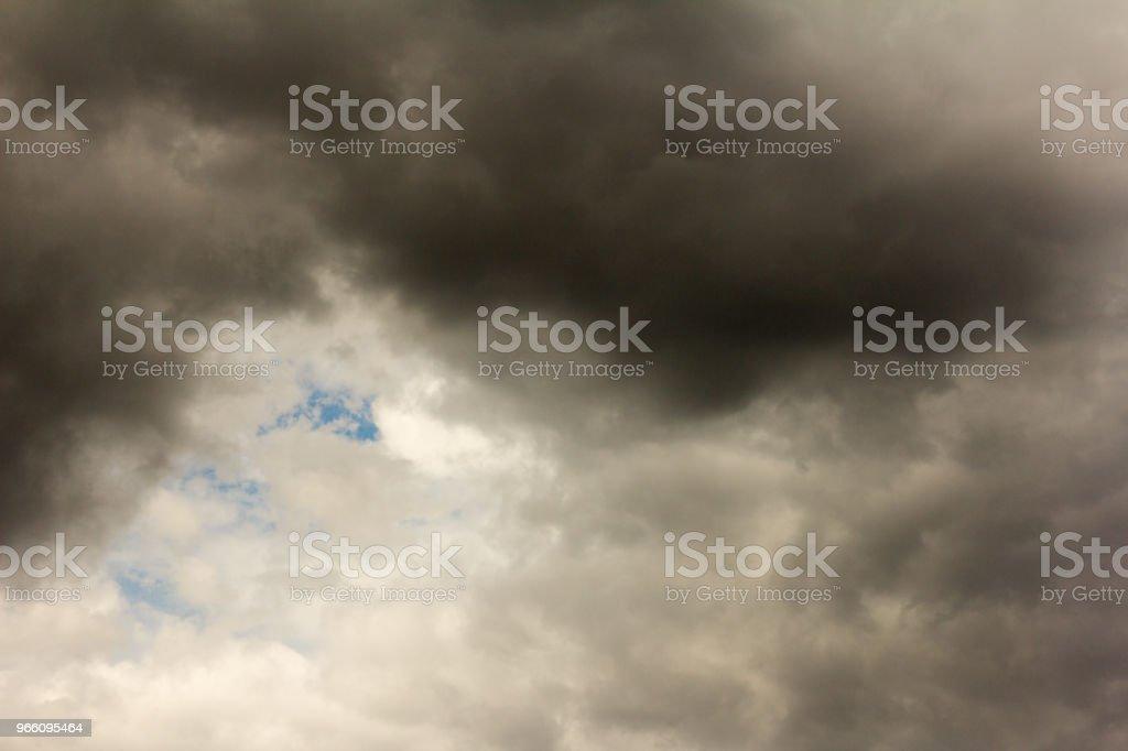 de hemel, donkere wolken voor een storm - Royalty-free Achtergrond - Thema Stockfoto