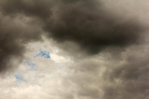 De Hemel Donkere Wolken Voor Een Storm Stockfoto en meer beelden van Achtergrond - Thema