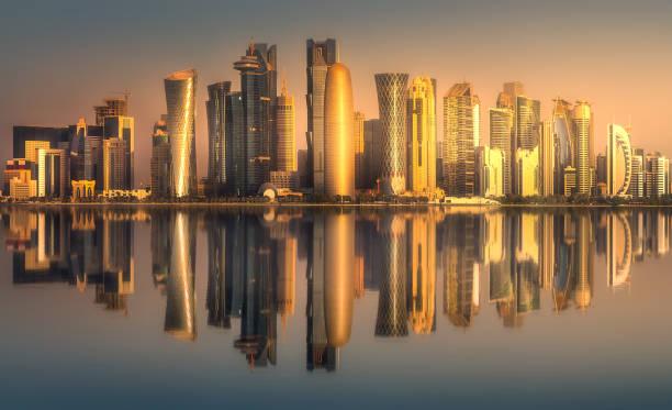 les toits du centre-ville de west bay et doha, qatar - qatar photos et images de collection