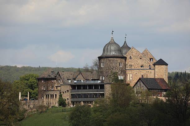 die sleeping beauty castle sababurg - die brüder grimm stock-fotos und bilder