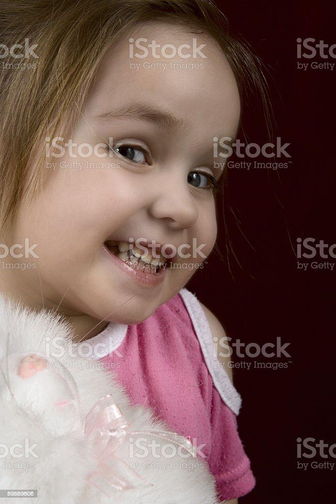 Небольшой Искусные девочка с игрушка Стоковые фото Стоковая фотография