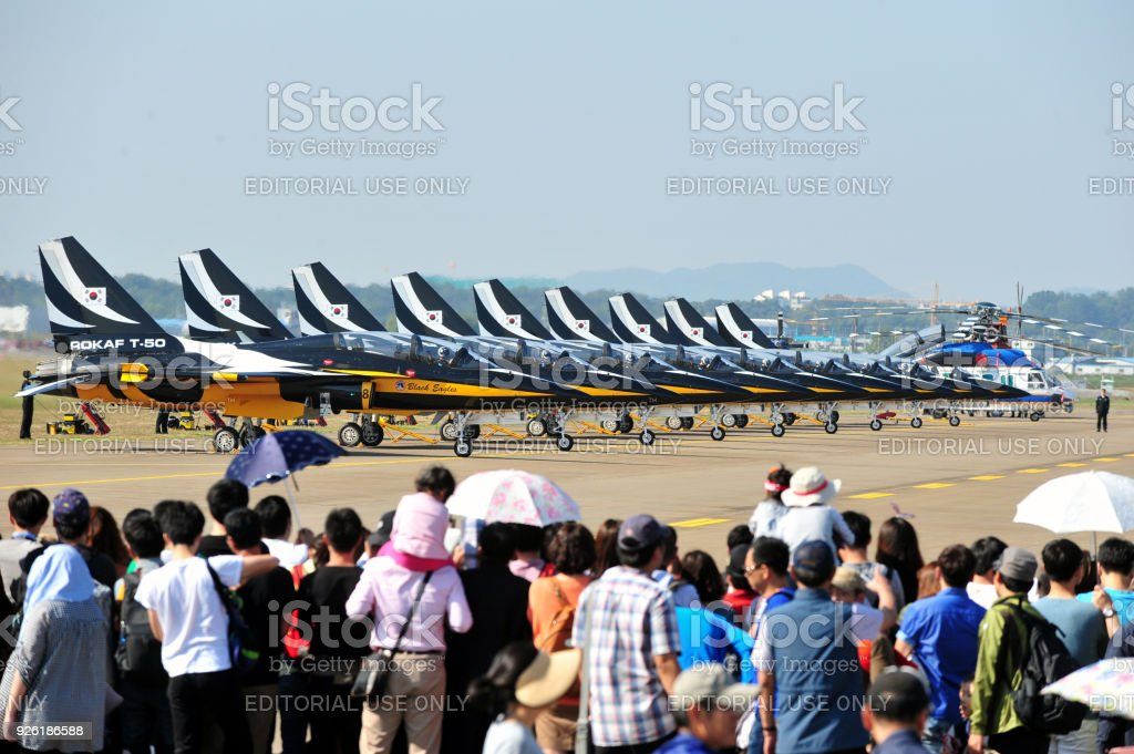 O avião de combate de Coreia do Sul Airforces T-50 Black Eagle - foto de acervo