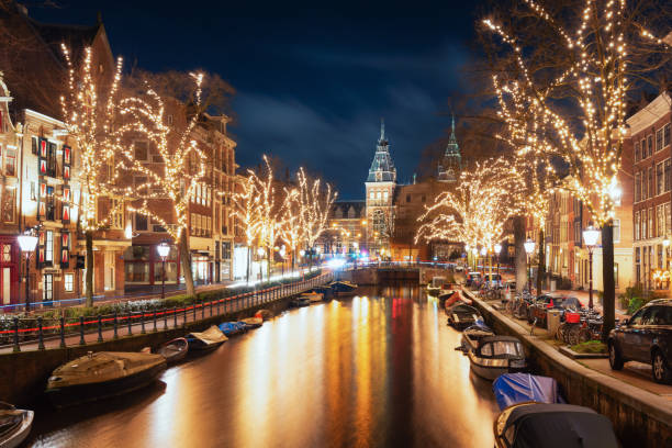 The Spiegelgracht in the old town of Amsterdam Amsterdam, The Netherlands, December 26, 2017:  The Spiegelgracht in the old town of Amsterdam rijksmuseum stock pictures, royalty-free photos & images