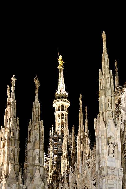 o spiers de catedral de milão, itália - lombardia - fotografias e filmes do acervo
