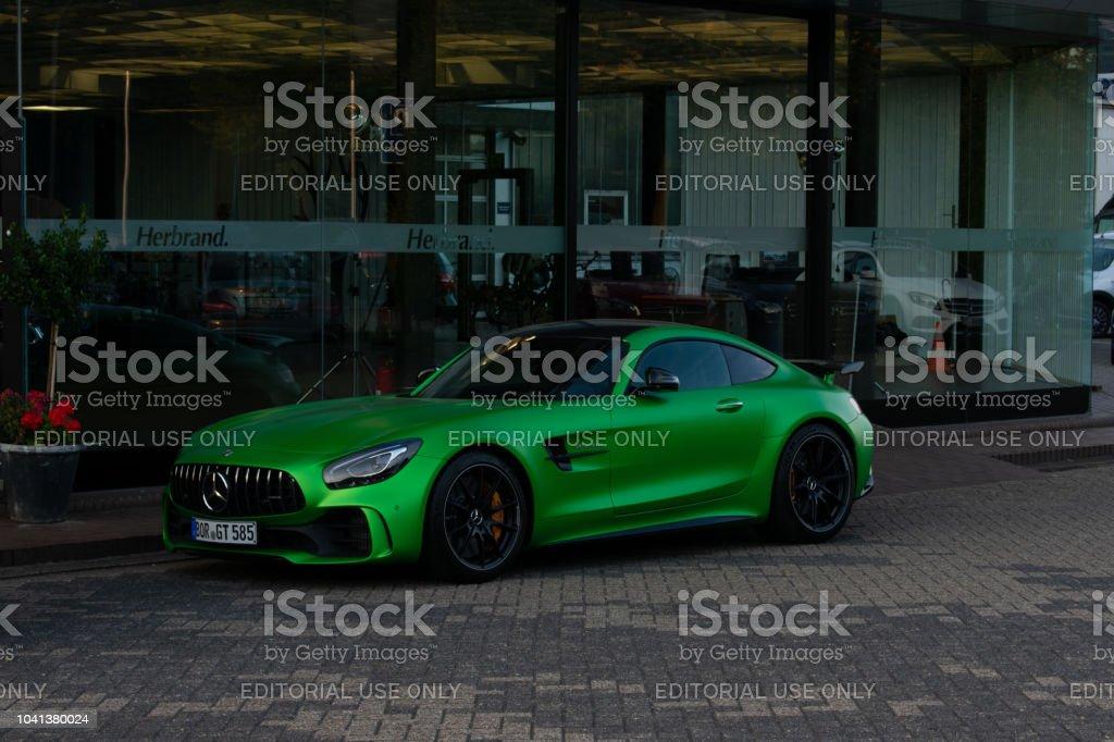 Der Sportwagen Mercedes-AMG GT-R in grün – Foto