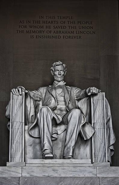 die statue des lincoln memorial - lincoln united stock-fotos und bilder