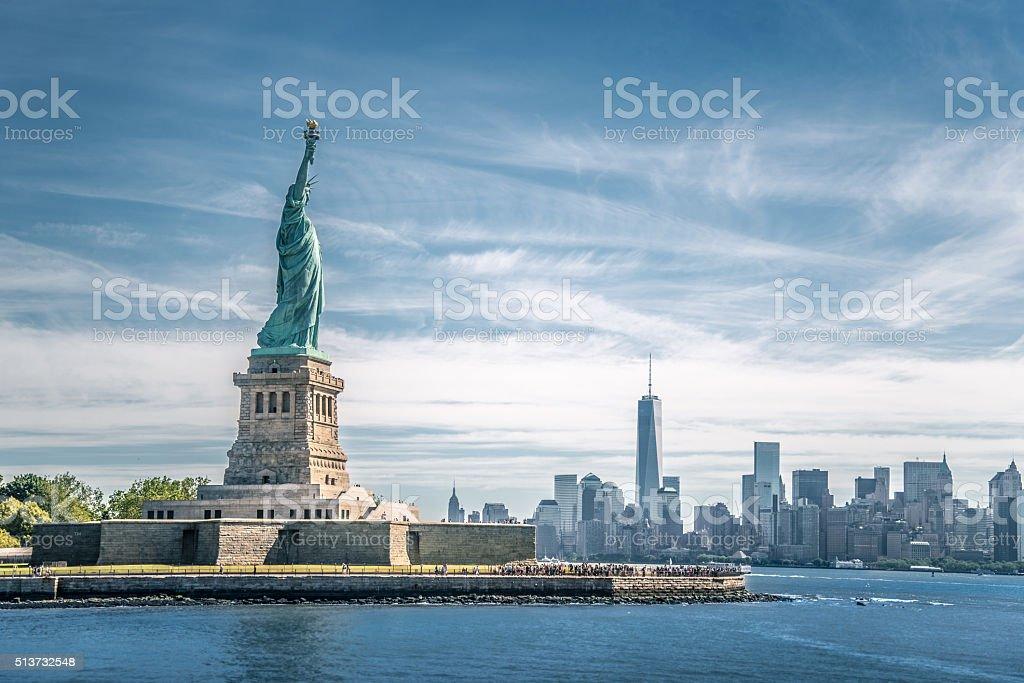 Die Statue der Freiheit und Manhattan, Neu York Stadt - Lizenzfrei Architektur Stock-Foto