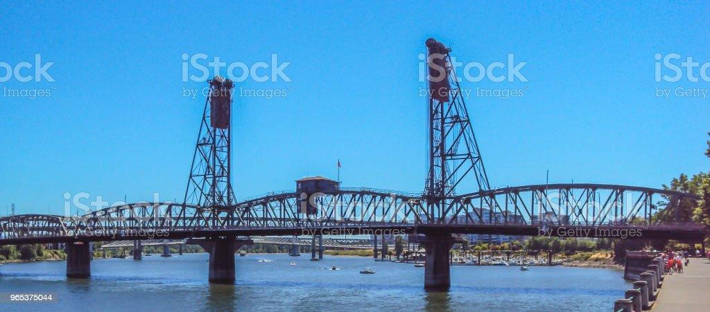 Die Stahlbrücke in Portland, Oregon - Lizenzfrei Anlegestelle Stock-Foto
