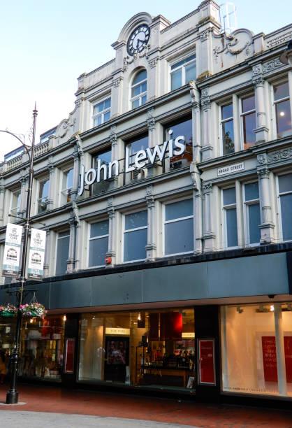 路易斯百貨公司的商店正面在寬廣的 st - john lewis 個照片及圖片檔