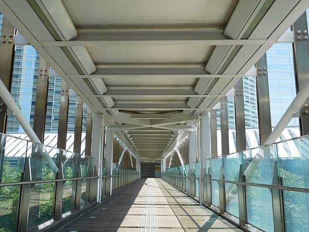 The straight passage on the footbridge in a commercial district – Foto