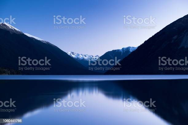 The stunning reflection of the alps mountain on the lake after sunset picture id1060441766?b=1&k=6&m=1060441766&s=612x612&h=o nxqfxibj2mbqtwvgx4rcbfoomyvt6xo  nf974rns=