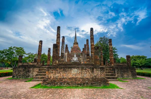 o parque histórico de sukhothai - sukhothai - fotografias e filmes do acervo