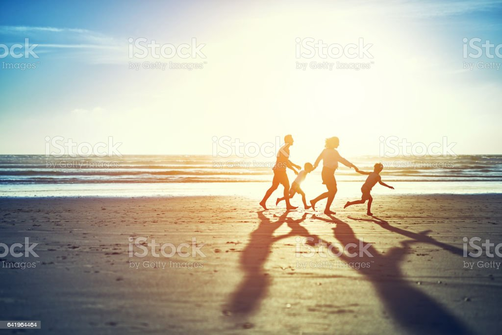 The summer sun brings family fun - fotografia de stock