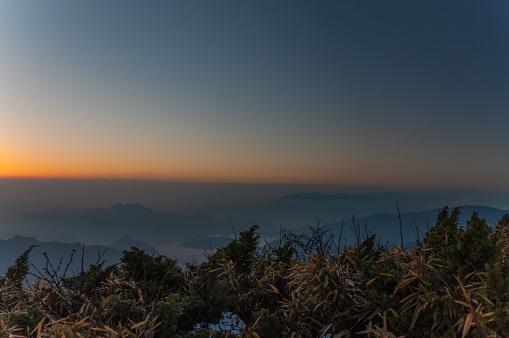 Güneş Ufka Olduğunu Stok Fotoğraflar & Akşam karanlığı'nin Daha Fazla Resimleri