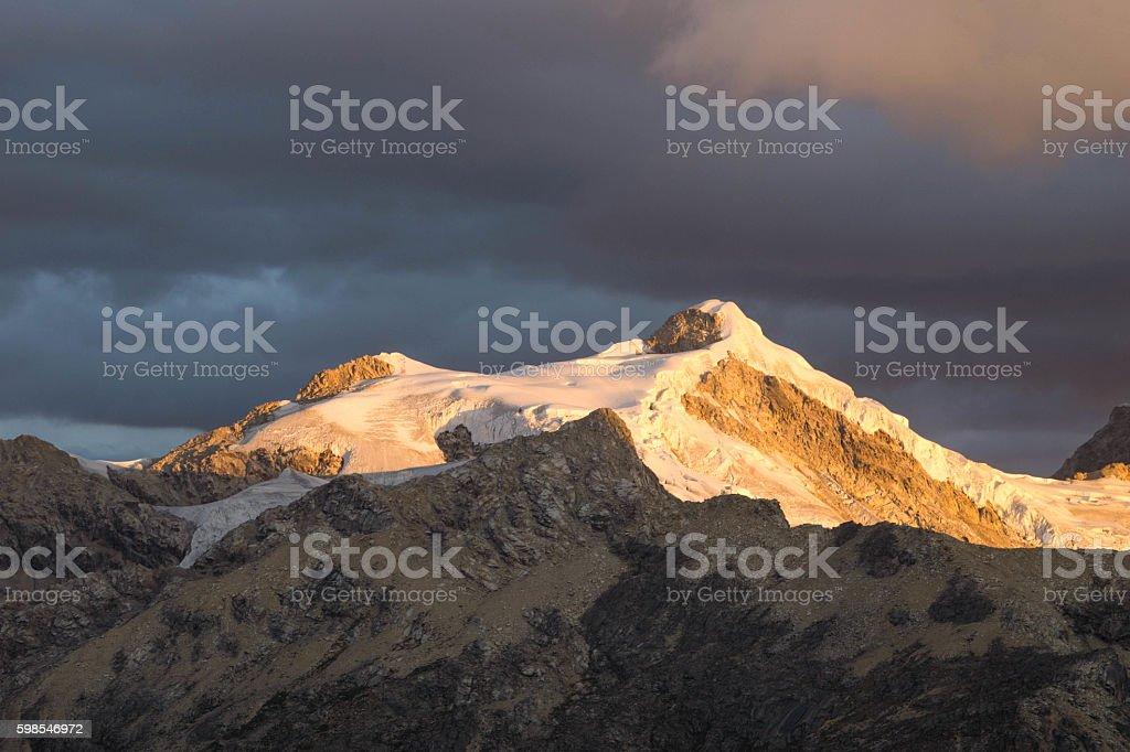 the sun sets over the Cordillera Blanca photo libre de droits