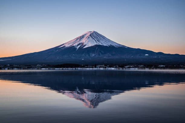 the sunrise with mount fuji and lake kawaguchi, in the winter season - lac mirror lake photos et images de collection