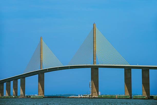 le pont sunshine skyway - passerelle pont photos et images de collection