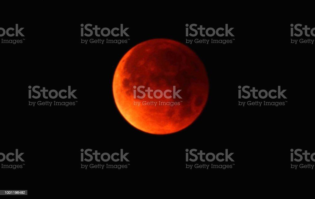 De Super blauw bloed maan aan de hemel foto