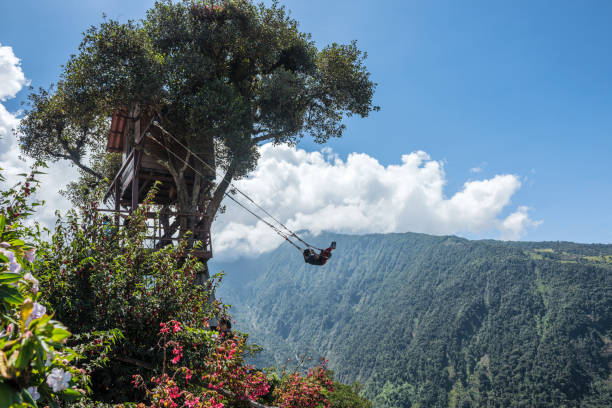 The Swing At The End Of The World Located at Casa Del Arbol, The Tree House In Banos De Aqua Santa, Ecuador, Südamerika – Foto