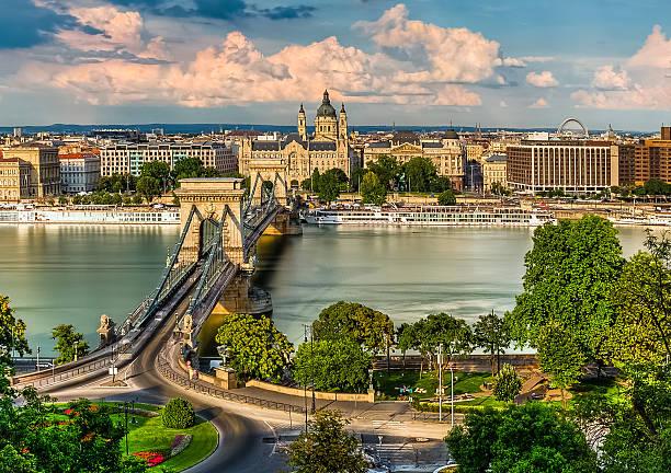 le pont à chaînes széchenyi, et la basilique de budapest yeux - hongrie photos et images de collection