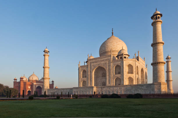 the taj mahal, agra - stephen lynn stock pictures, royalty-free photos & images