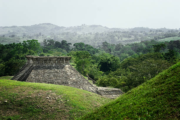 El tajín Lateral view of one of the archaeological buildings of El TajA-n, situated in the state of Veracruz, Mexico. el tajin stock pictures, royalty-free photos & images