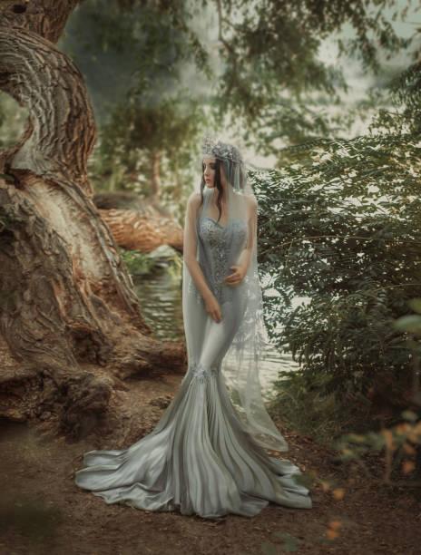 das märchen von schneewittchen - meerjungfrau kleid stock-fotos und bilder